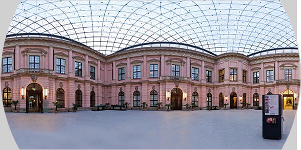 zum Panorama des Schlüterhofs